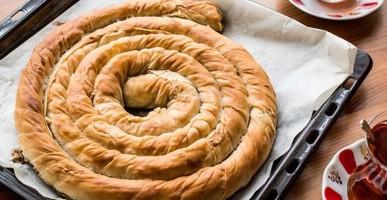 Çıtır Efsane Börek tarifi! Hazırlanışı kolay Yemesi olay!